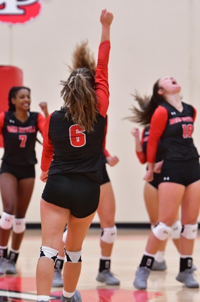 Volleyball Wins 3 Matches at Highland Tournament