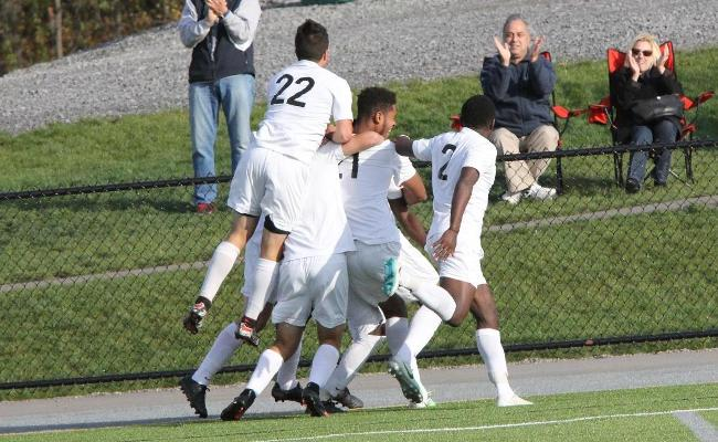 Late Goal Lifts Men's Soccer to NEAC Semi-Finals