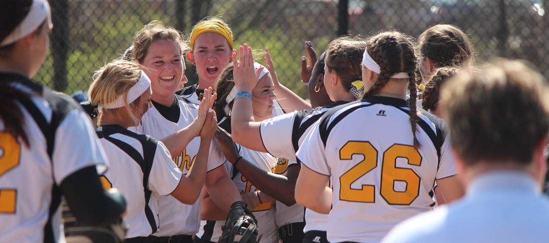 Softball Sweeps Findlay To Win Sixth-Straight