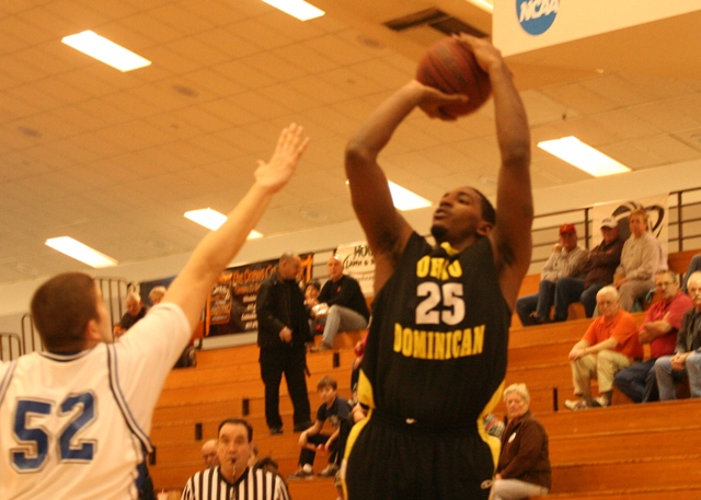 Panthers Fall on Road at No. 20 Hillsdale, 82-66
