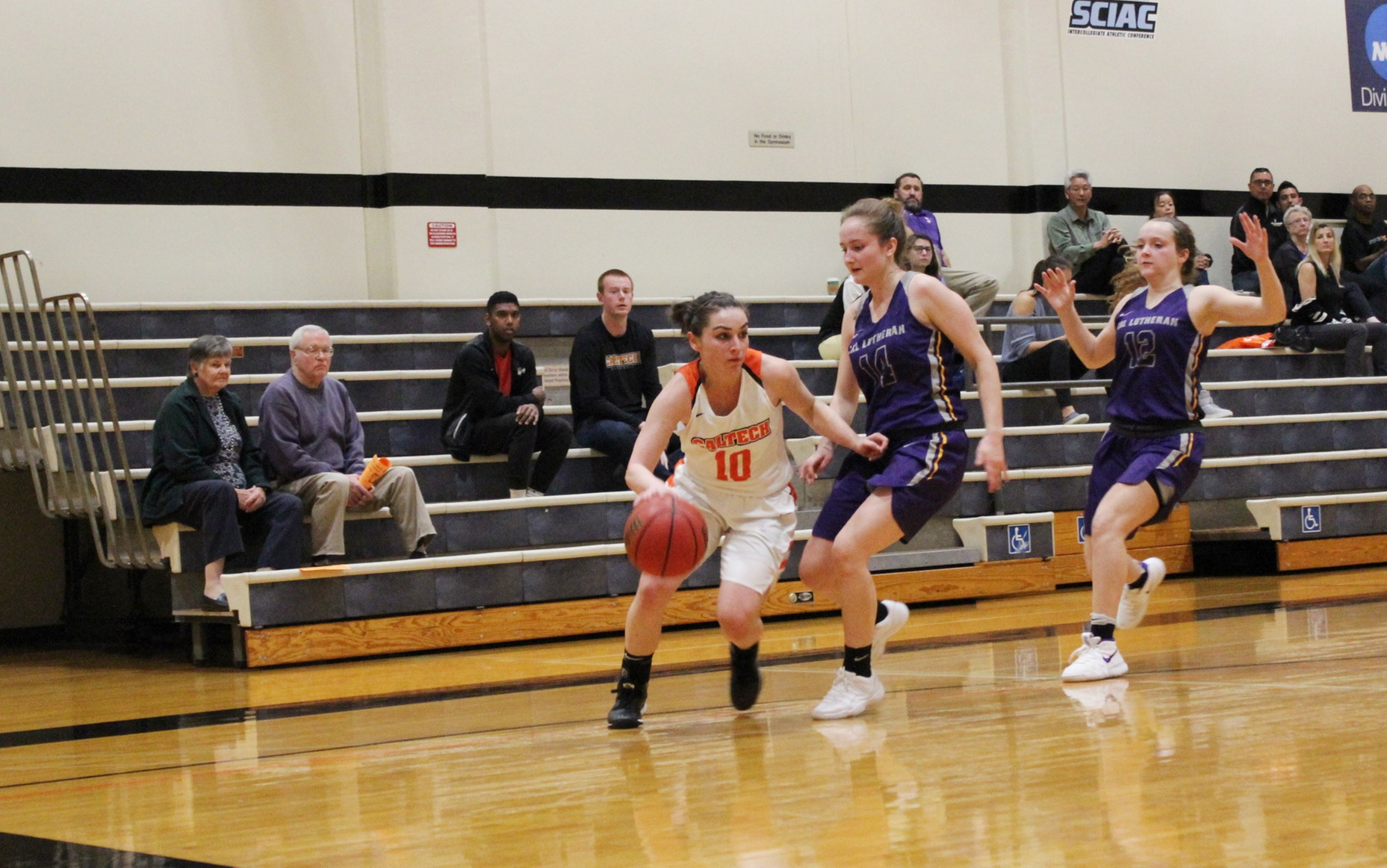 Women's Basketball Takes Oxy to Limit