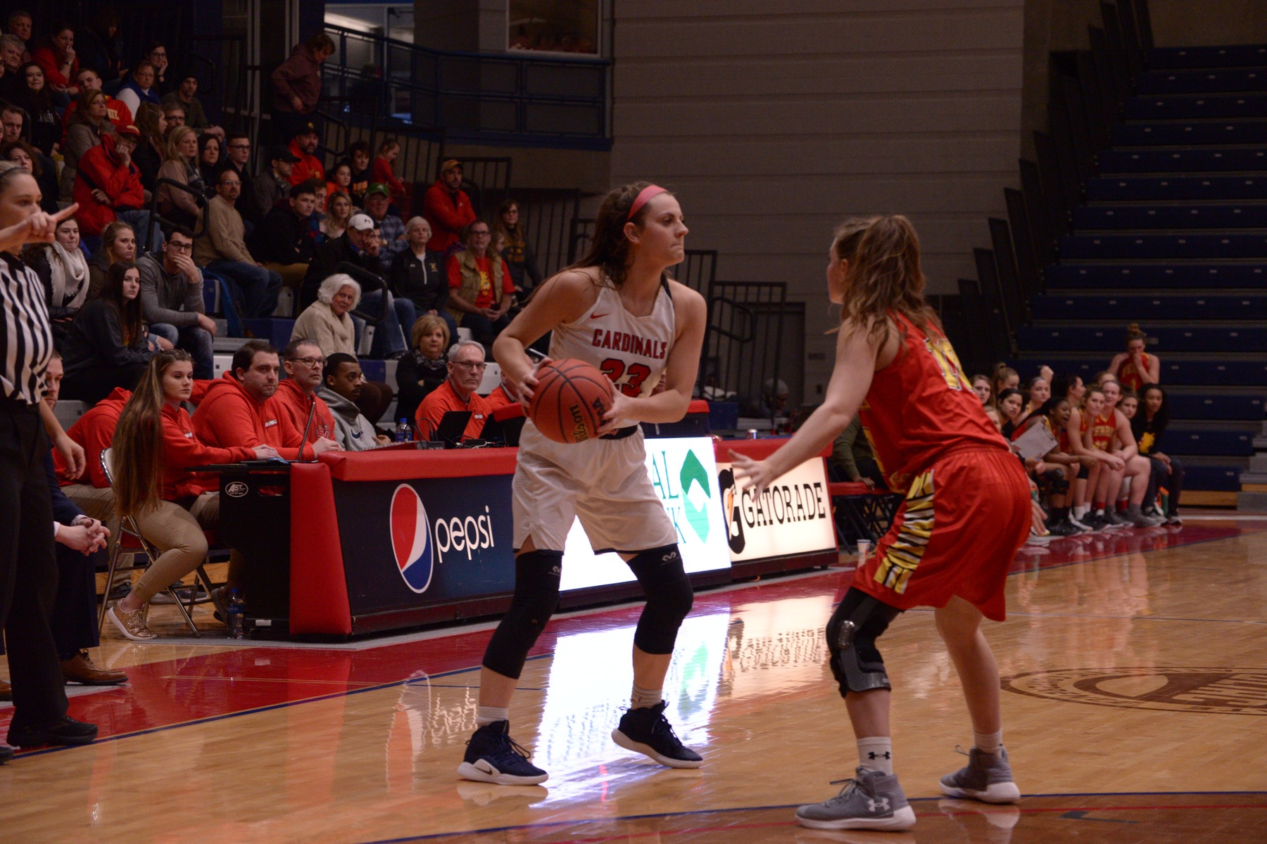 Huskies separate late in victory over SVSU, 79-54