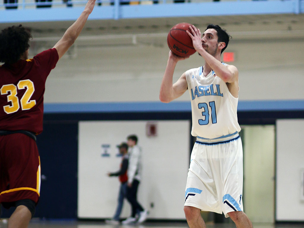 Lasell Men's Basketball edges Regis in key GNAC matchup