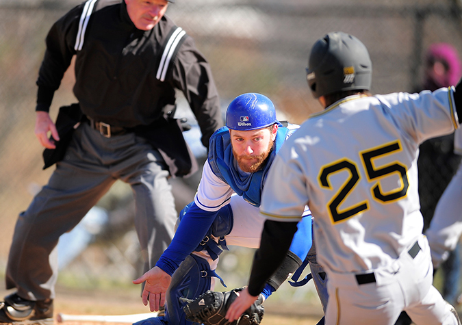 Baseball splits with Wesley; Earns spot in CAC Tournament