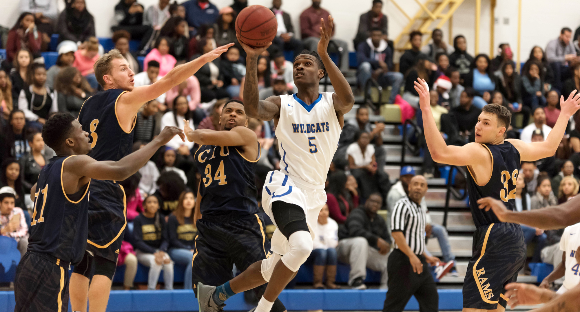 Men's Basketball Splits Final Two Games of South Classic