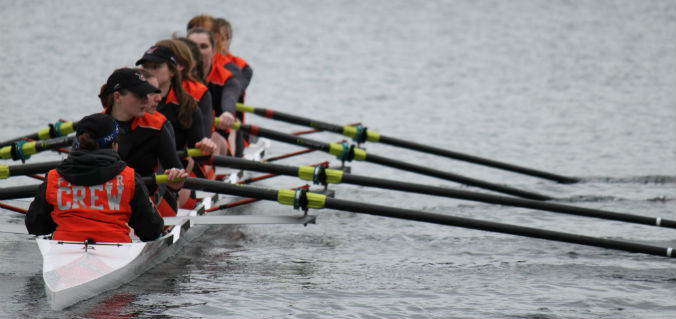 Women's Varsity Eight Shines at L&C Invite