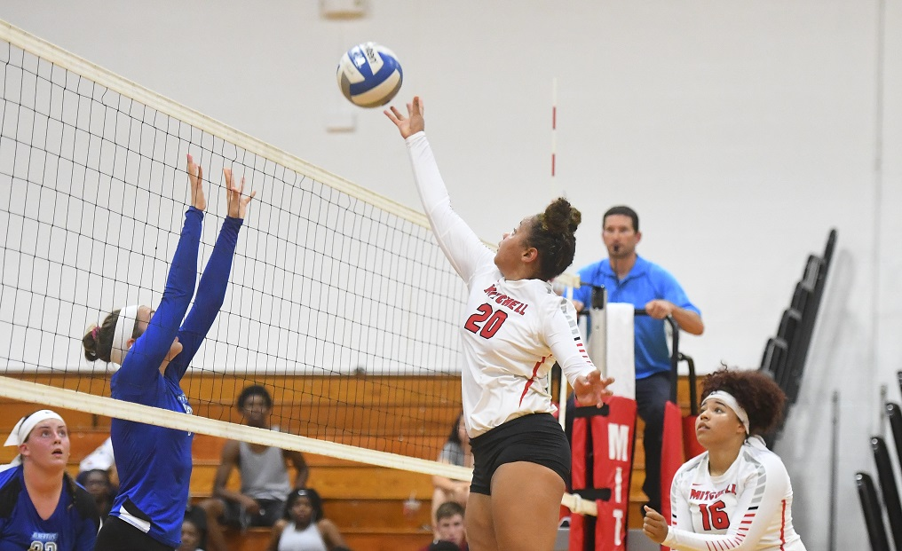Volleyball Falls at Salem State