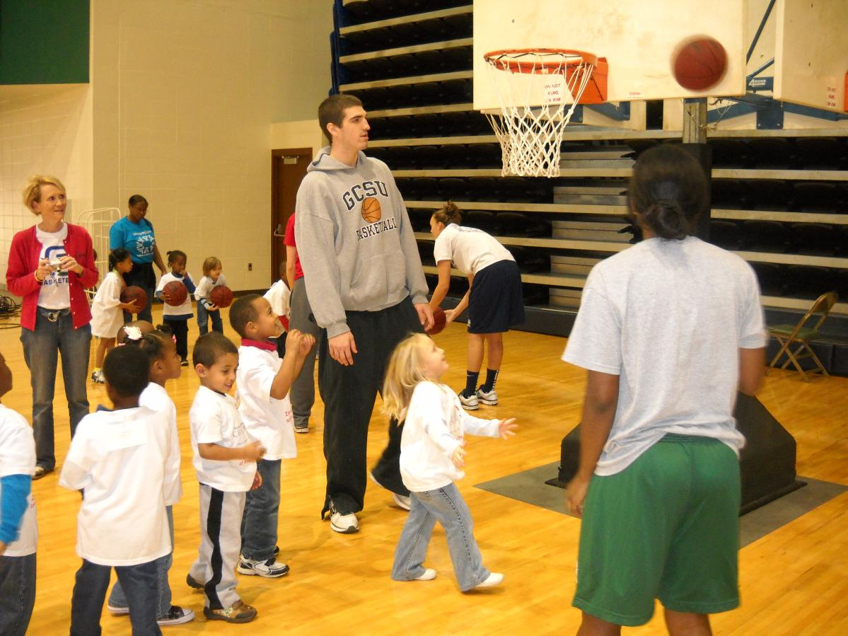 GC Basketball Hosts Students from Early Learning Center