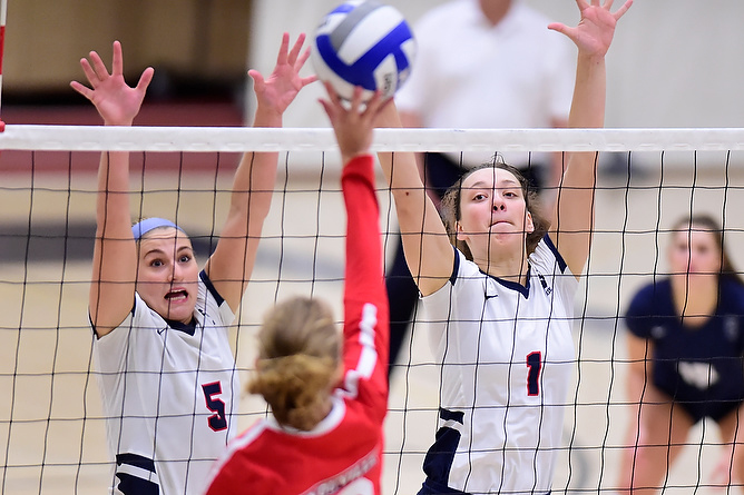 Women's Volleyball Turns Away Spartans