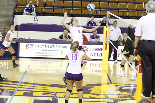 Volleyball stumbles against Ole Miss, Gray  receives All-Tournament honors
