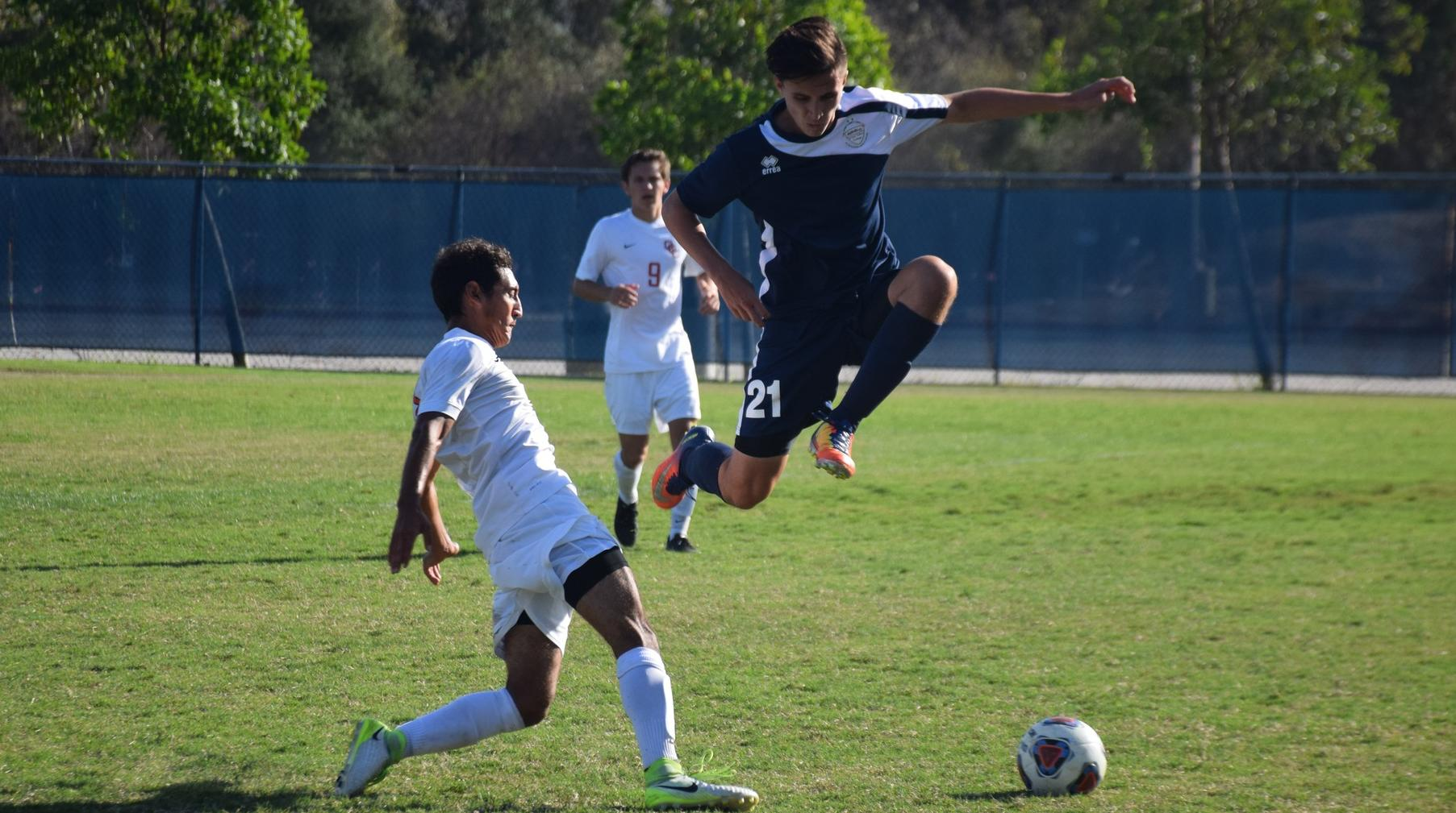 Men's soccer team answers with late goal to tie Orange Coast