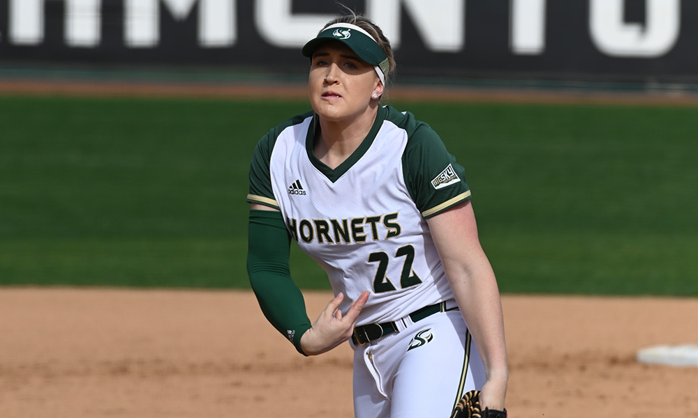 CORR'S SHUTOUT HIGHLIGHTS SOFTBALL'S DOUBLEHEADER SPLIT AT FRESNO STATE