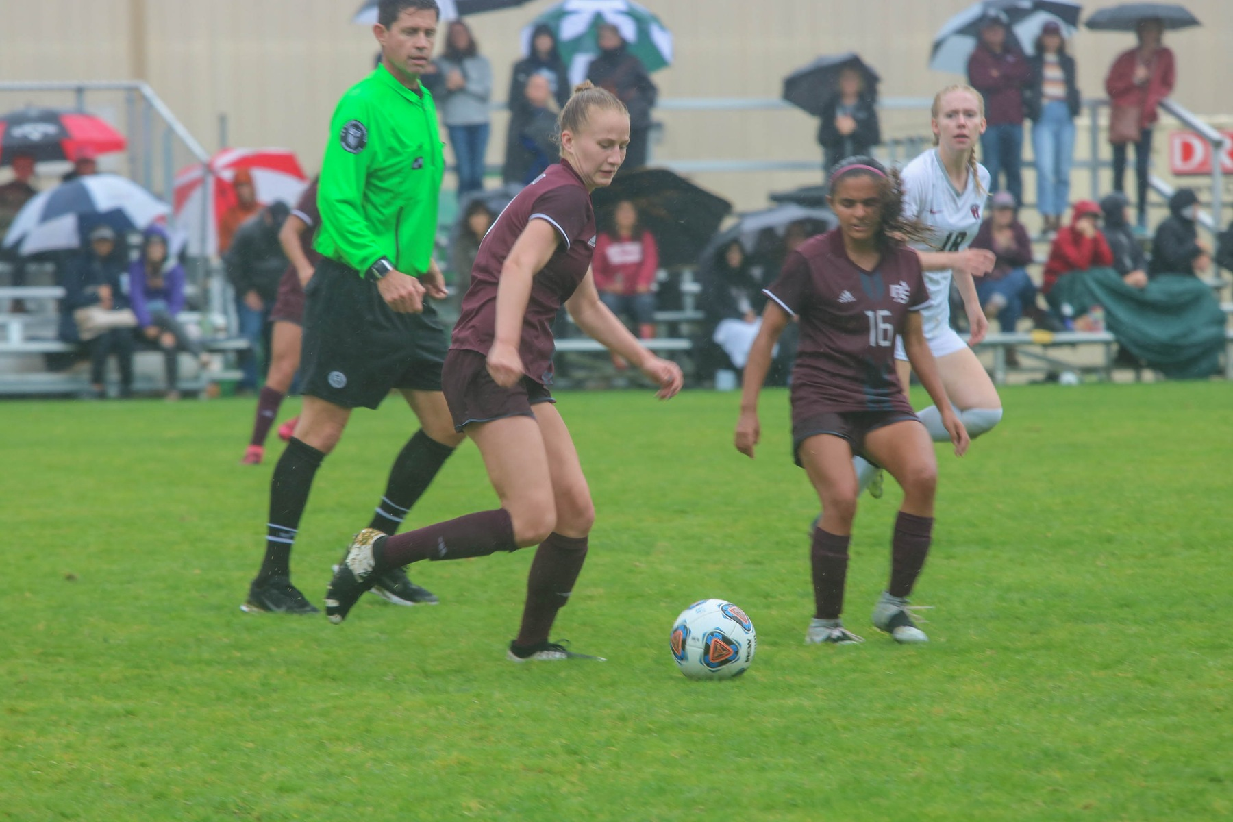 Women's soccer wins third straight, tops Whitworth, 3-1