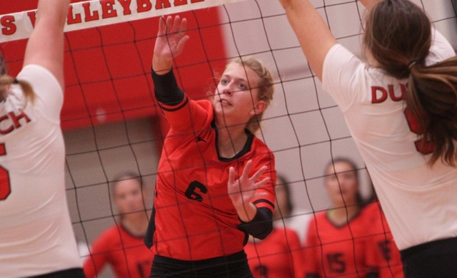 Lynde Gets 1000th Kill as Women's Volleyball Wins Two
