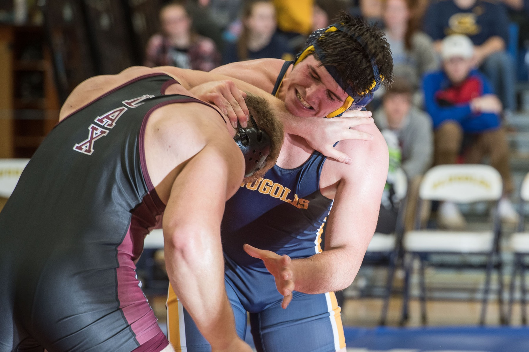 Blugolds Wrestling goes 2-1 in opening day of Budd Whitehill Duals