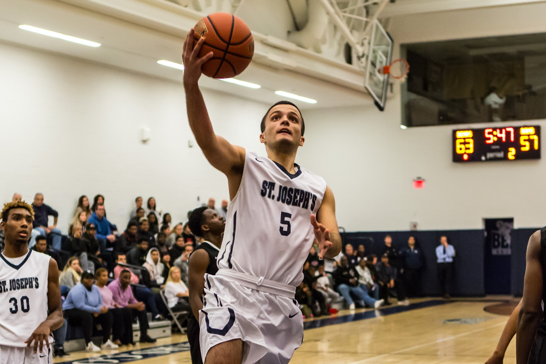 Sirakis Nets Career-High 27 but Men's Basketball Dropped by Yeshiva