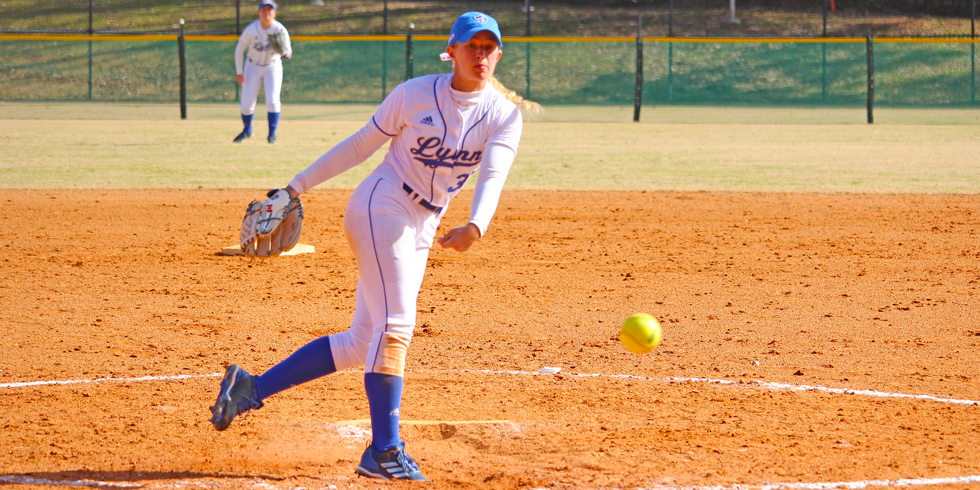Softball Outlasts Lions in DH Split