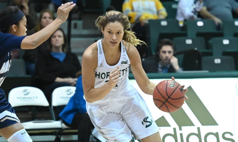 FRIEND SCORES 17, BUT SECOND HALF STRUGGLES UNDO WOMEN'S BASKETBALL IN LOSS AGAINST MONTANA STATE