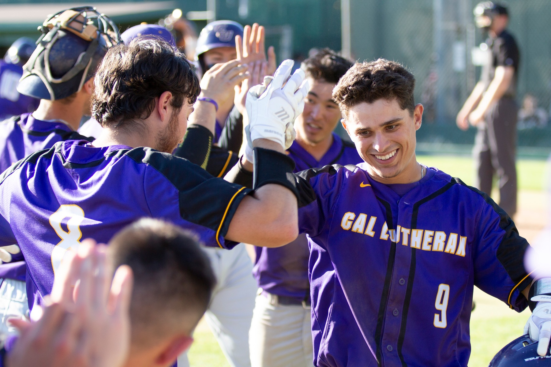 Kingsmen Offense Erupts Behind Fong's Complete Game