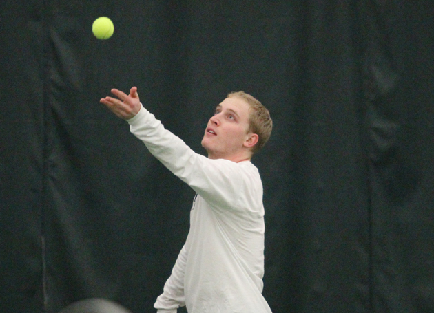 Men's tennis rolls Stony Brook, 4-0