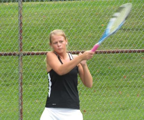 Women's Tennis splits results on Tuesday