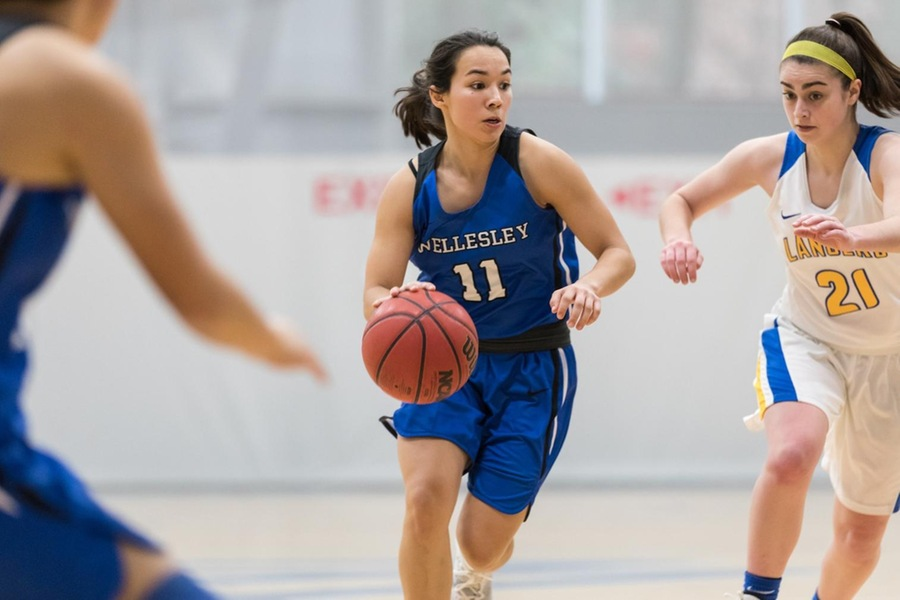 Caitlin Aguirre scored 17 points to lead the Blue past Mount Holyoke (Frank Poulin).