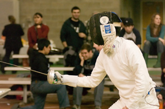 Men's fencing posts 2-4 record at Sollee Invitational