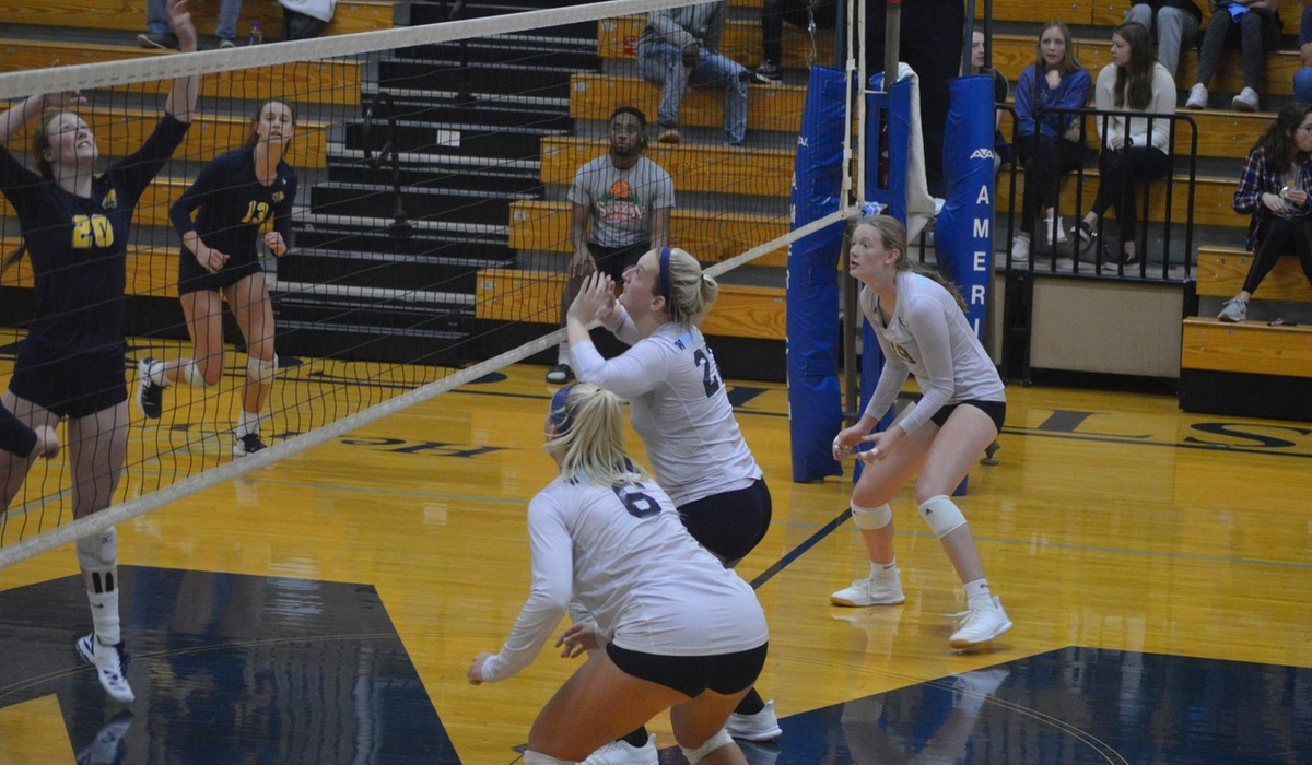 Westminster Volleyball Defeats Spalding in Five Sets