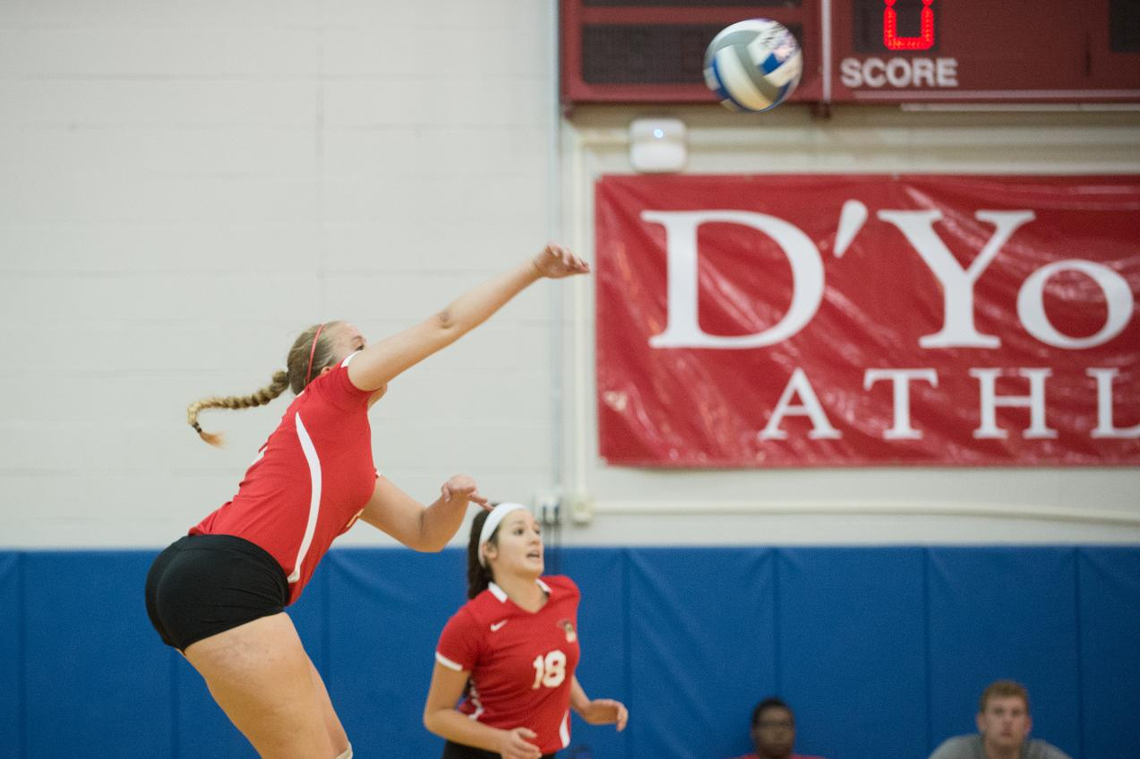 Women's Volleyball Falls In Close Game to Mt. Aloysius