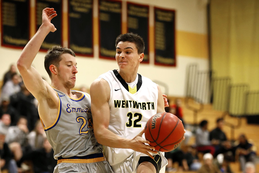 Men's Basketball Battles With Nationally Ranked Foe