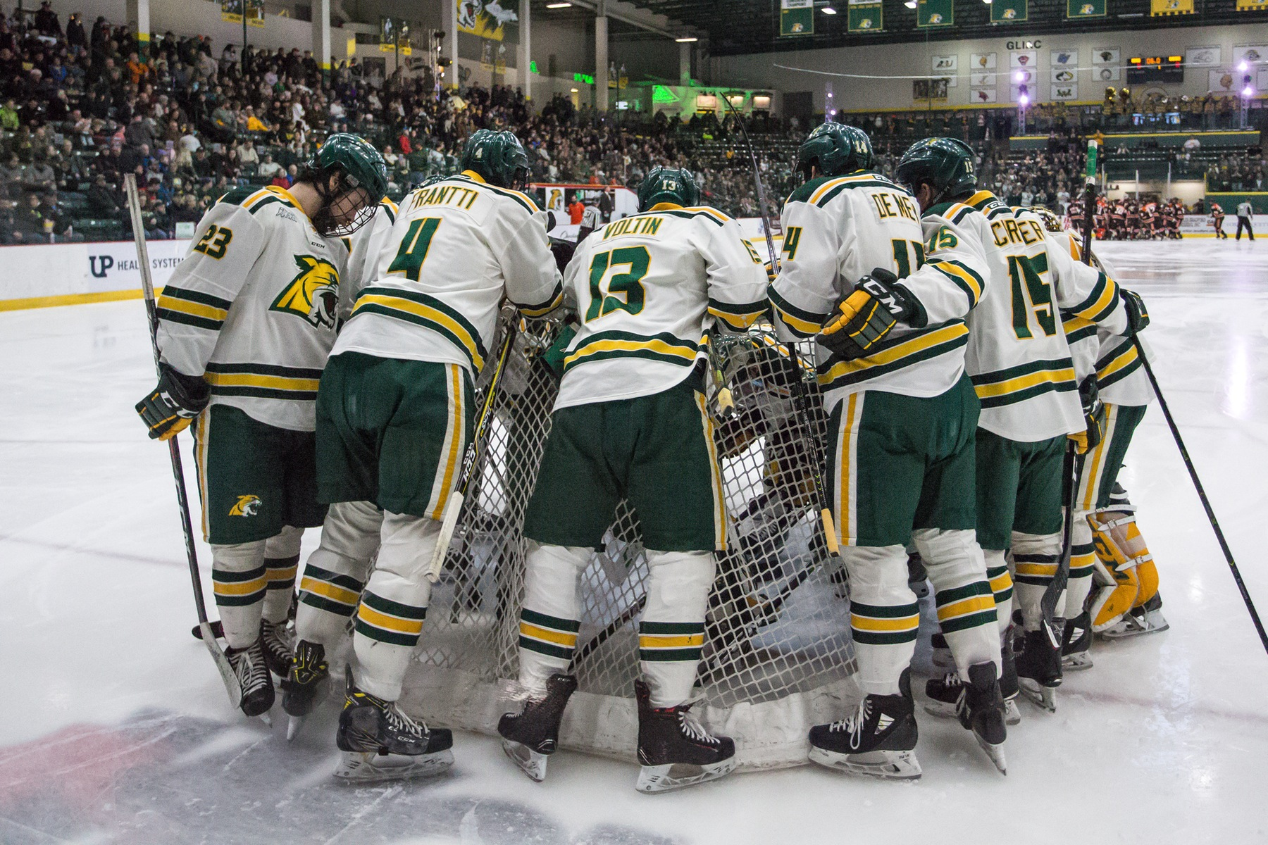 Hockey Goes to 2OT But Drops WCHA Semifinals