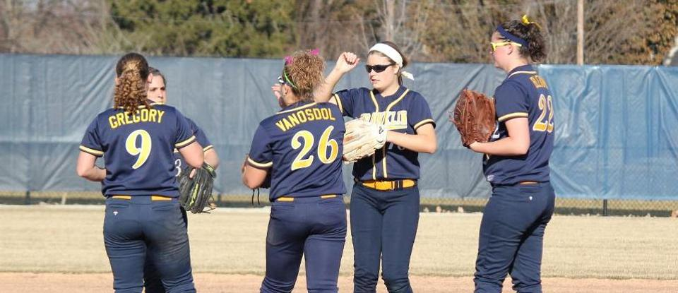 Softball Ends Season with MSJ Sweep