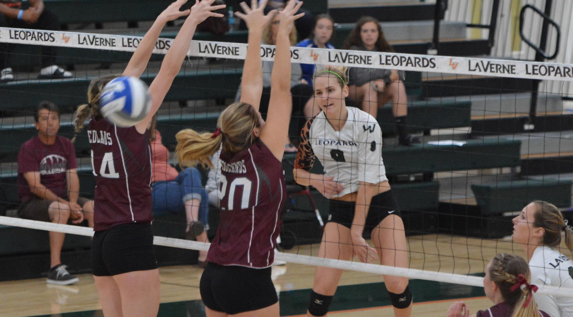 Volleyball notches second straight sweep, beats Redlands