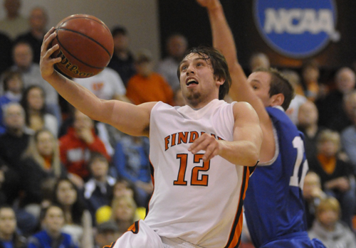 Oilers Blast #14 Chargers, Win 90-73
