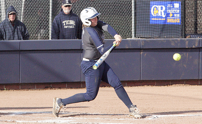 Clutch Hits lead Thunder to Sweep at Calvin