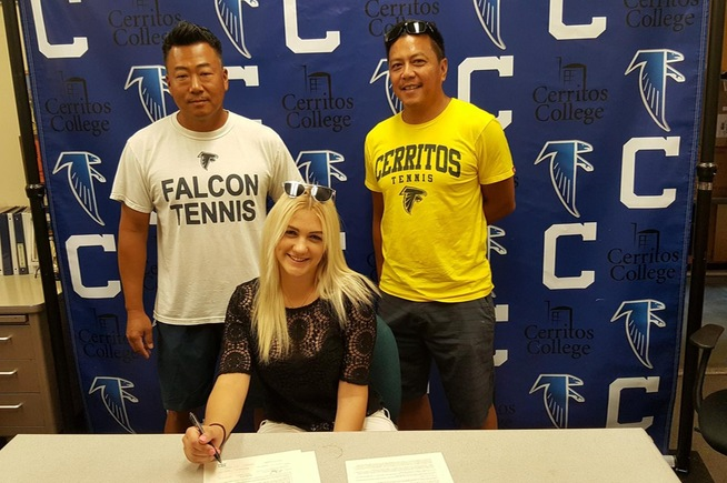 Anastasia Khomyachenko signs with the University of the District of Columbia
