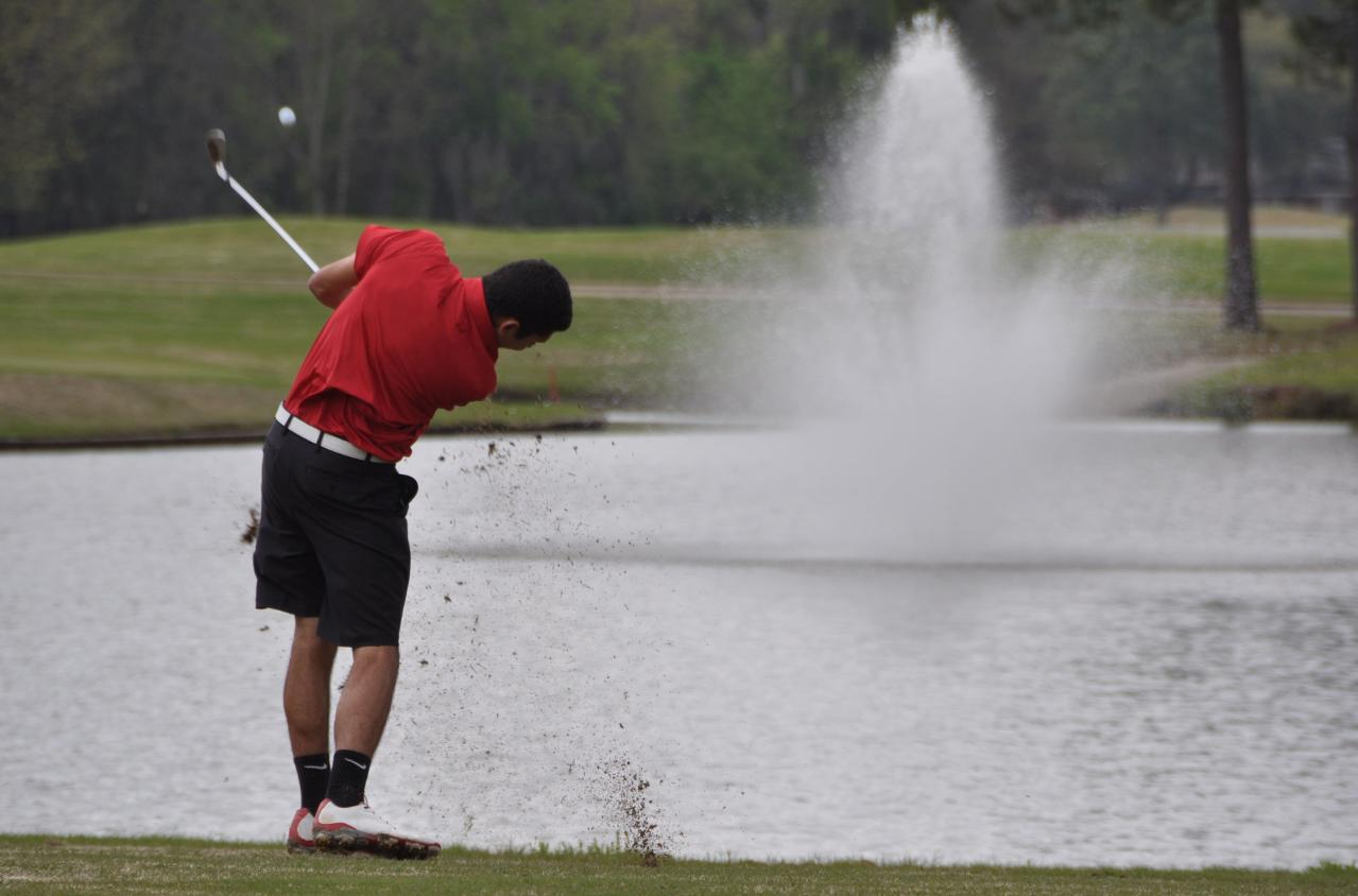 Golf: Panthers tied for first after first round of Wynlakes Invitational