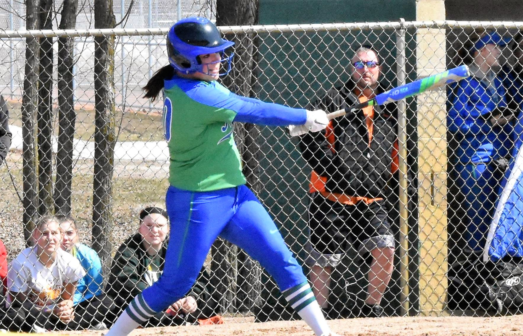 Softball Splits Opening Weekend Games