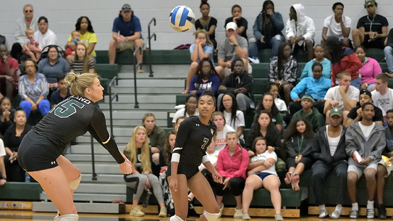 Volleyball Hangs Tough Against Top Competition at Virginia State