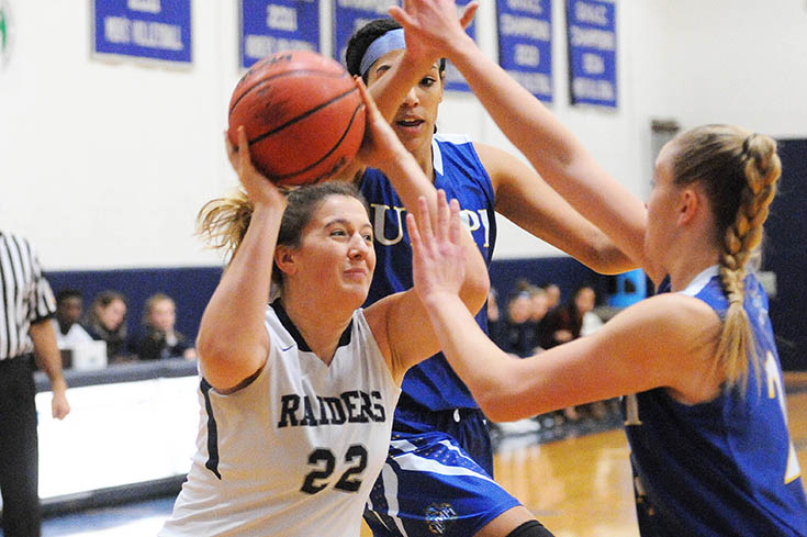 Women's Basketball: Hamel nets double-double in 72-70 loss to UMPI