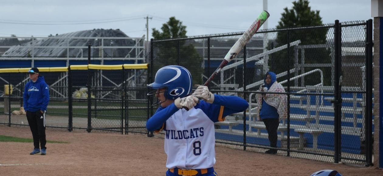 Softball Takes Two from Blue Jays to Win Sixth-Straight