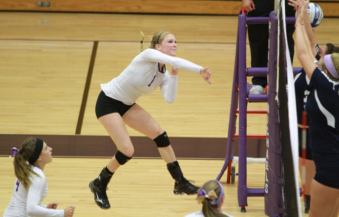 Women's volleyball rallies for 3-2 Senior Day victory, first win over AIC since 2004