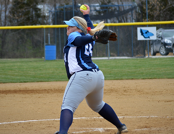 Softball Outhit Grinnell in Sweep