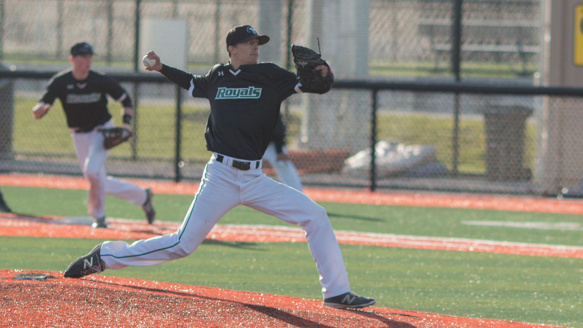 Men's Baseball stay in playoff hunt after four game sweep of Olympic College