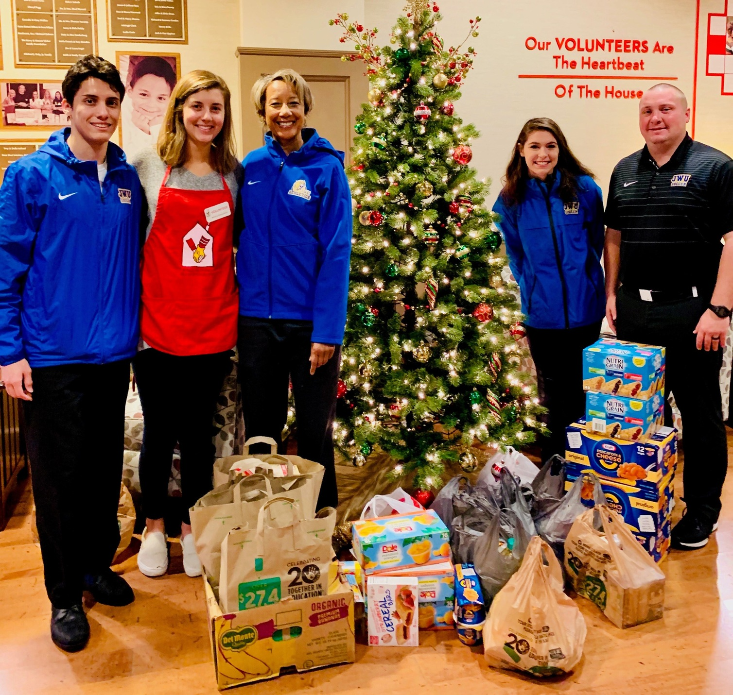 Successful Food Drive For Student-Athlete Advisory Committee