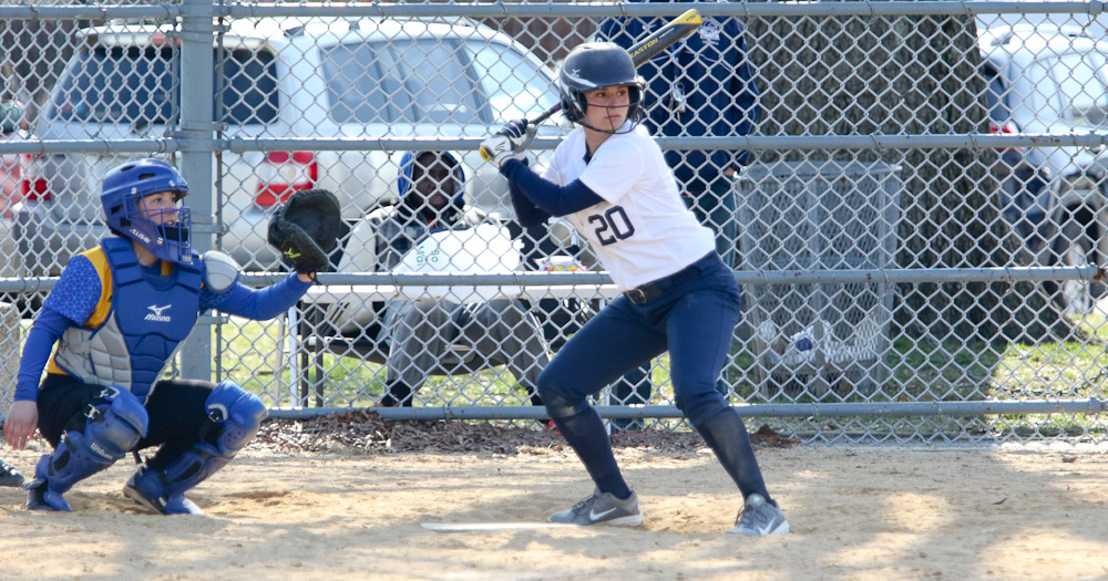 Softball Records First Win of the Season in Split With Yeshiva