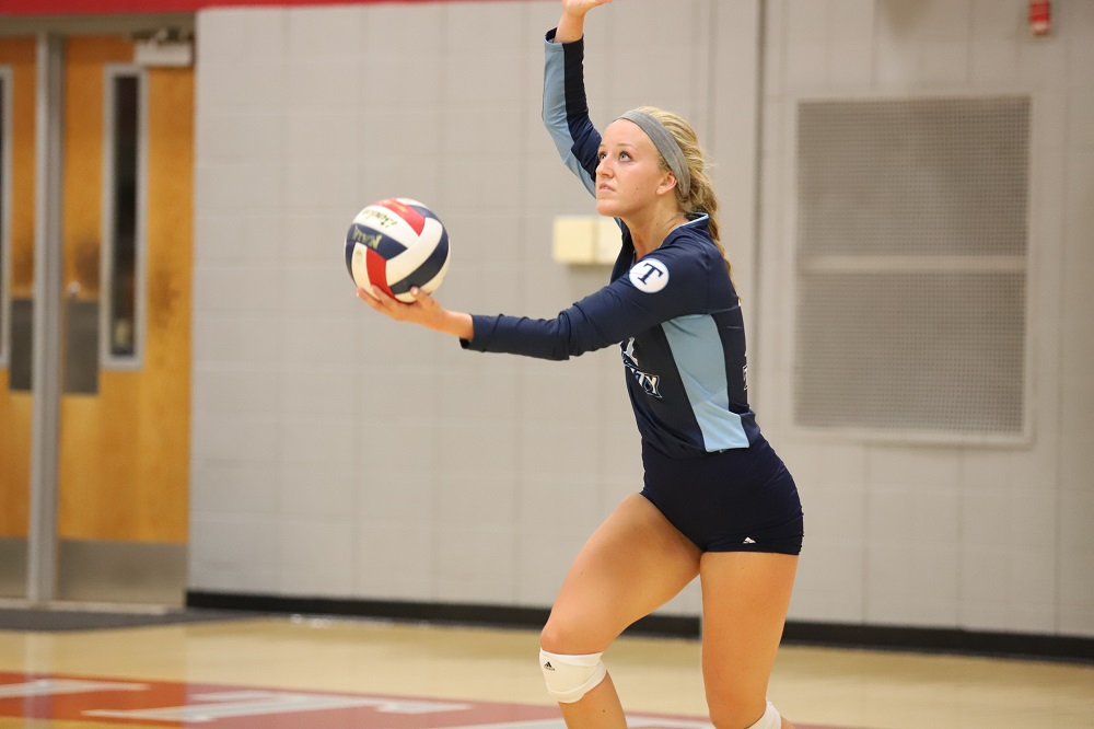Women's volleyball splits with competition at Viterbo