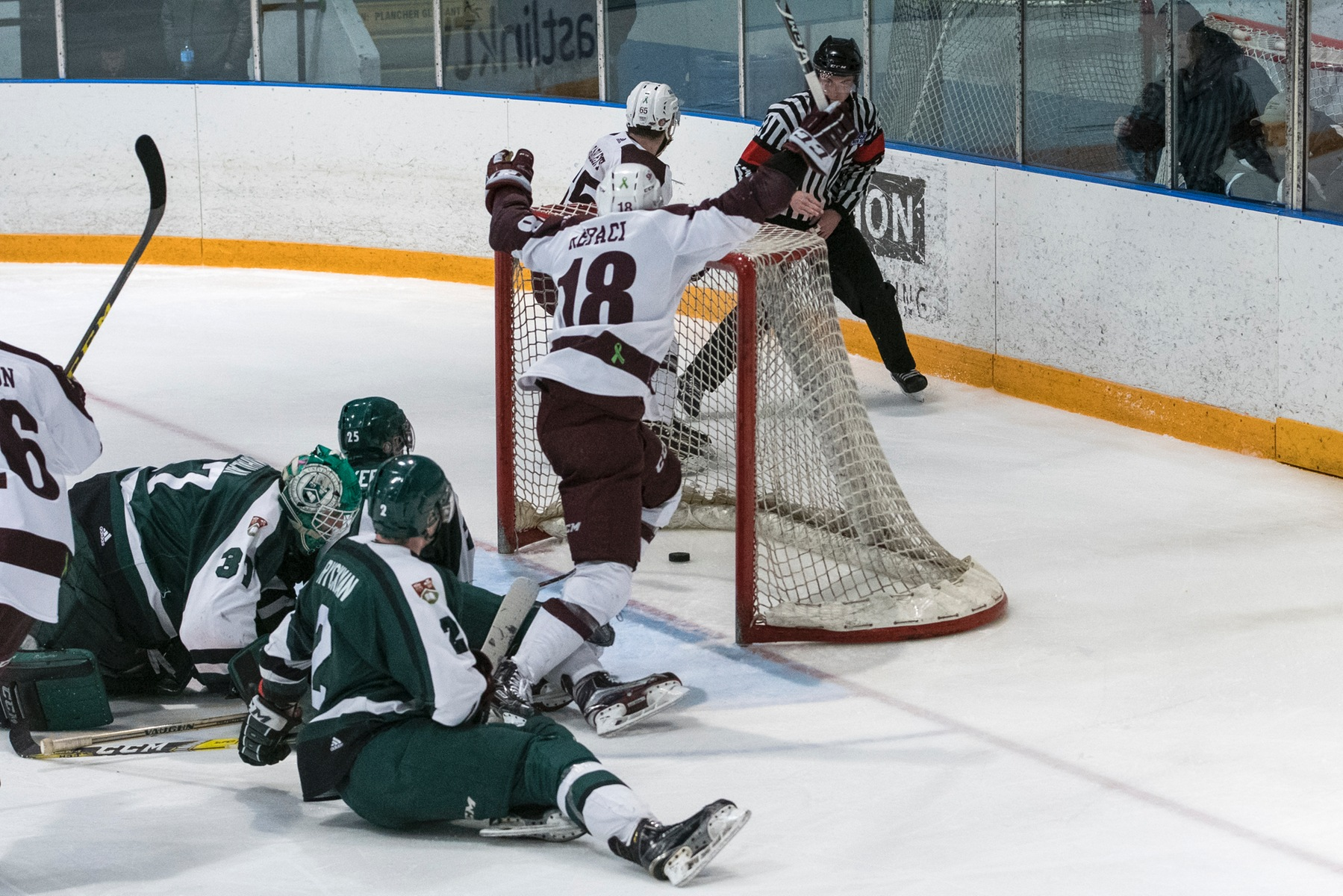 Huskies top Panthers 4-3- advance to semifinals