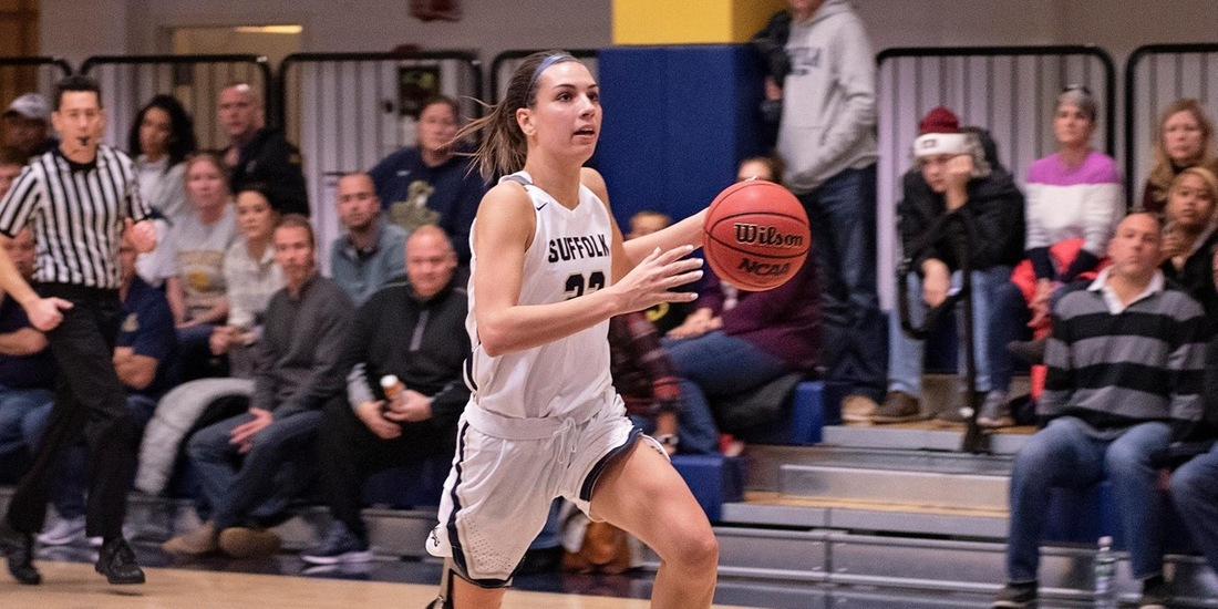 Women's Charges Past Clark, 82-64