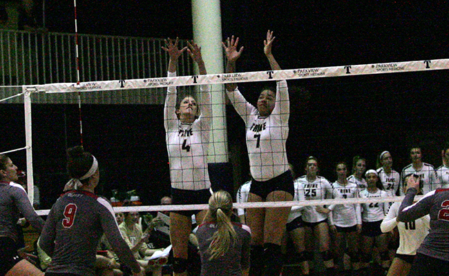 Volleyball Completes Comeback Against Kalamazoo